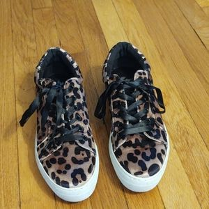 Report snake skin tennis shoes size 8